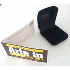 Par de Alianças em Ouro 18k 14 gramas 8mm de largura – Quadrada Trabalhada com 3 Zircônias