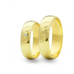Par de Alianças em Ouro 18k 8 gramas 5mm de largura – Abaulada Trabalhada com 1 Zircônia