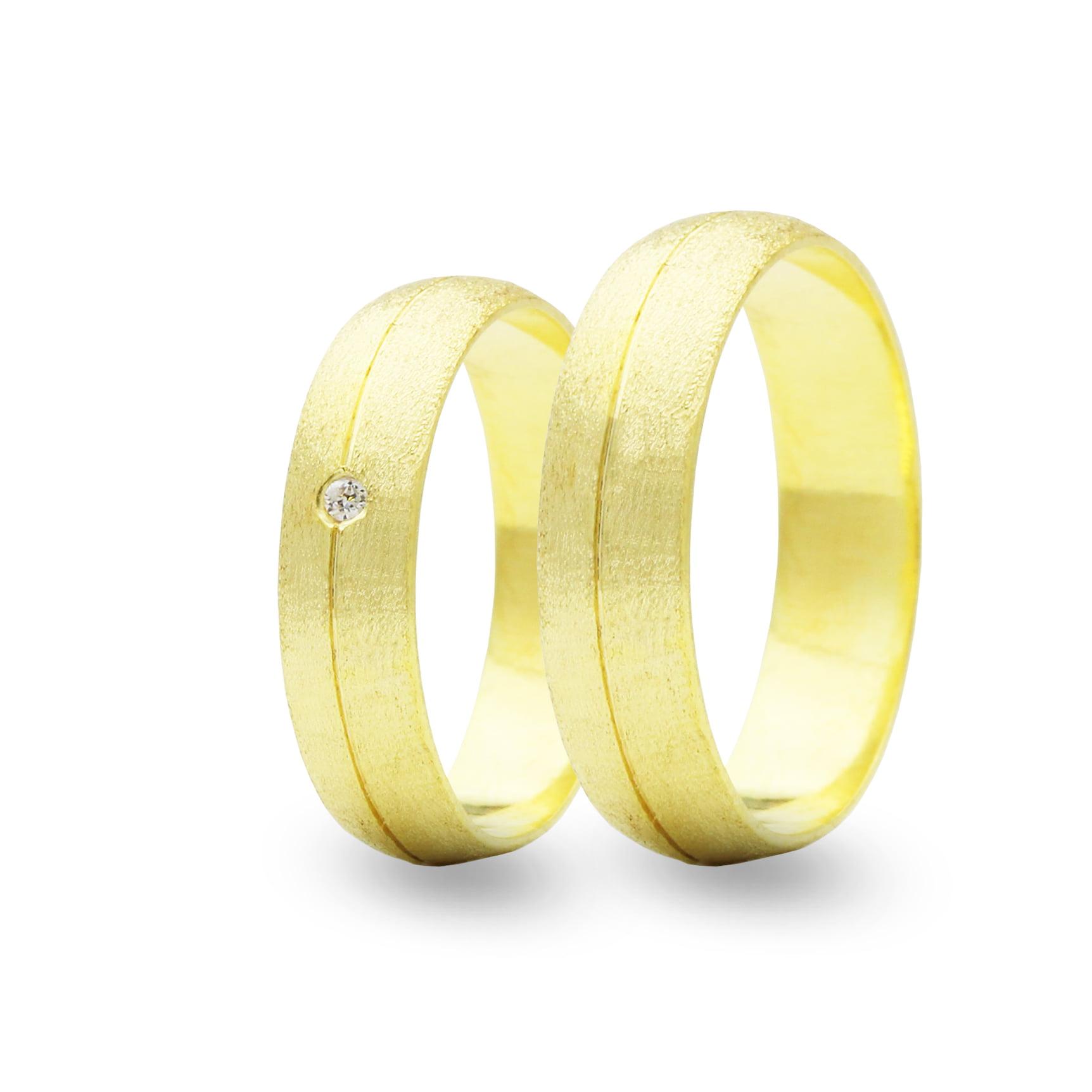 Par de Alianças em Ouro 18k 6 gramas 4,5mm de largura – Abaulada Trabalhada com 1 Zircônia